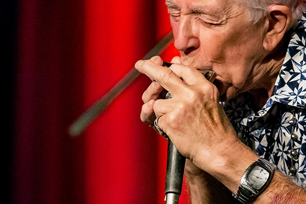Blues-Legende John Mayall beim Konzert am 23. September 2015 im Leo Theater Ennepetal. Foto: AWi