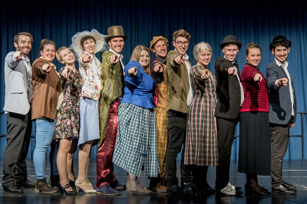 """""""Zum Sterben schön"""", Musical vom Trio Theater Ennepetal. Regie: Robin Schmale, musikalische Leitung. Denny Pflanz. Foto: AWi"""