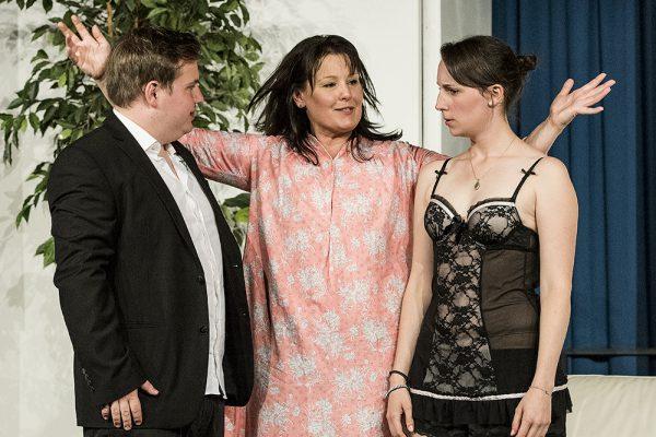 """""""Die Perle Anna"""" mit Petra Reimann, Robin Schmale, Carola Schmidt, Tim Müller und Leandra Hohagen. Foto: AWi"""