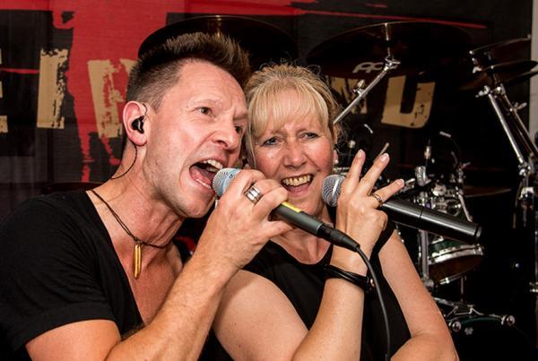 """Die Band """"Treisand"""" rockte bei """"LEO's Langer Nacht"""" mit Anja Davis und Peter Hartwig. Foto: LEO Theater"""