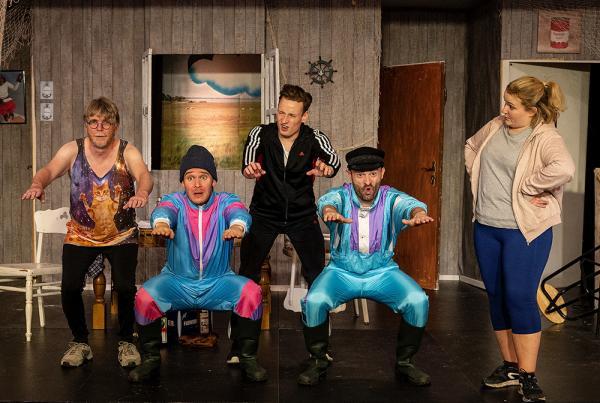 """""""Landeier II"""" mit (v.r.) Carola Schmidt, Marc Neumeister, Dylan Lippert-Bruckmann, Robin Schmale und Frank Paßmann. Foto: LEO Theater"""
